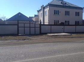 Глава села Совхозное живет в особняке площадью 300 квадрантных метров и кованными воротами стоимостью 200 тысяч рублей
