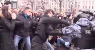 На родителей чеченца, бившегося за освобождение Навального, оказывается давление в Чечне